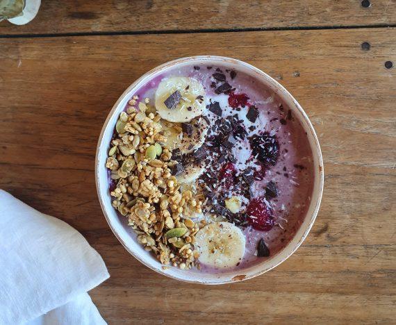Bowl de yogurt y granola